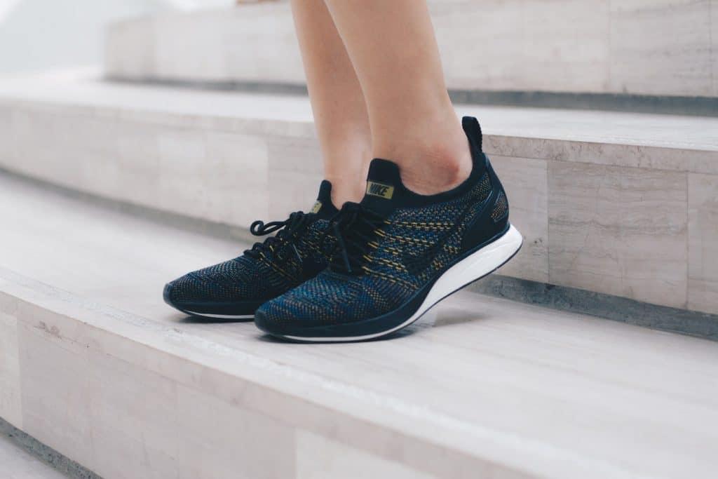 Personne portant des chaussures de running