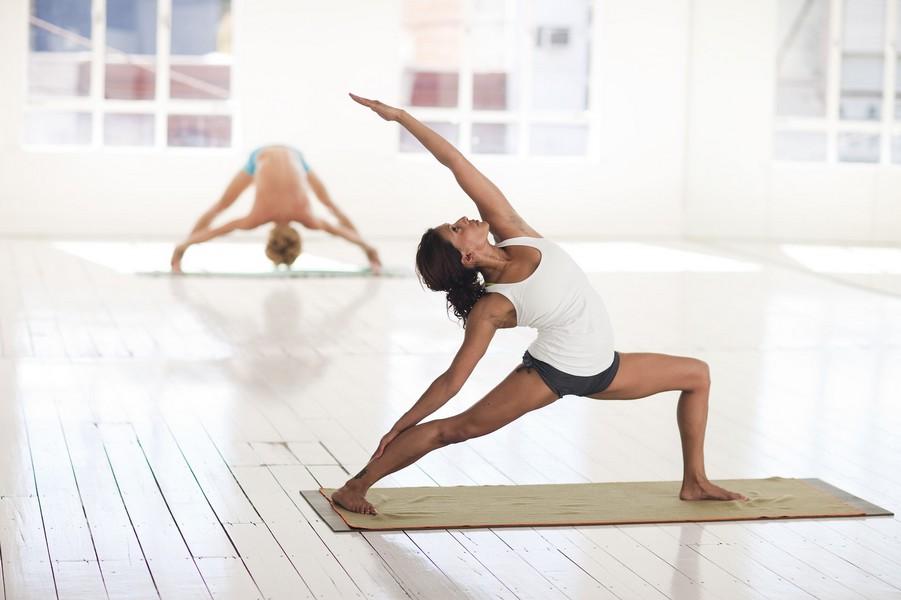 yoga hatha femme etirement