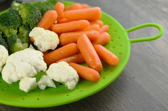 carottes brocolis et choux fleur cuits à la vapeur