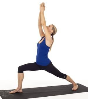 La posture du guerrier 1 en yoga Virabhadrâsana I