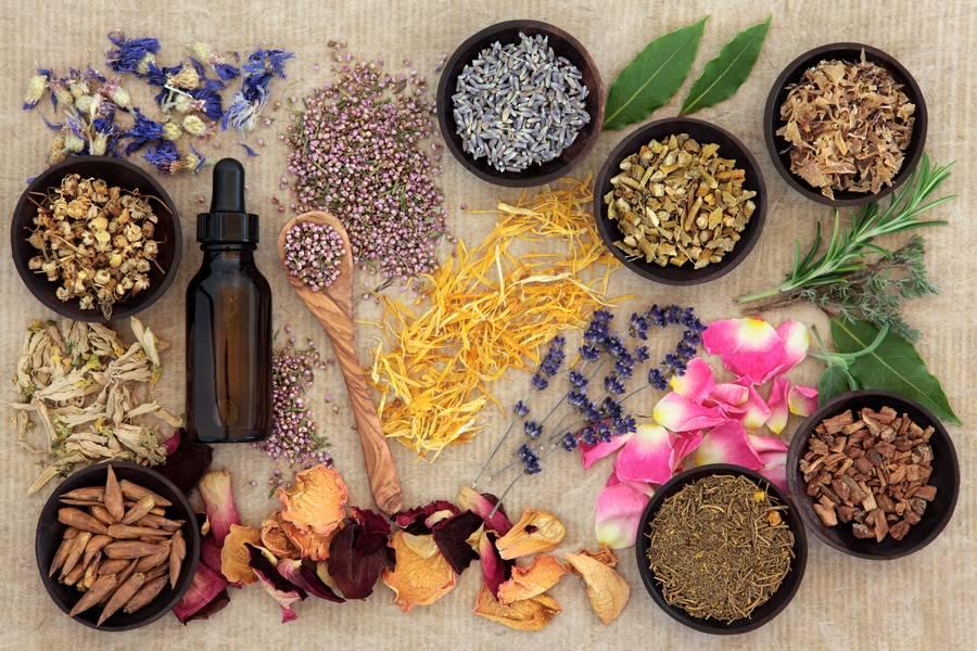 huile essentielle et herbes