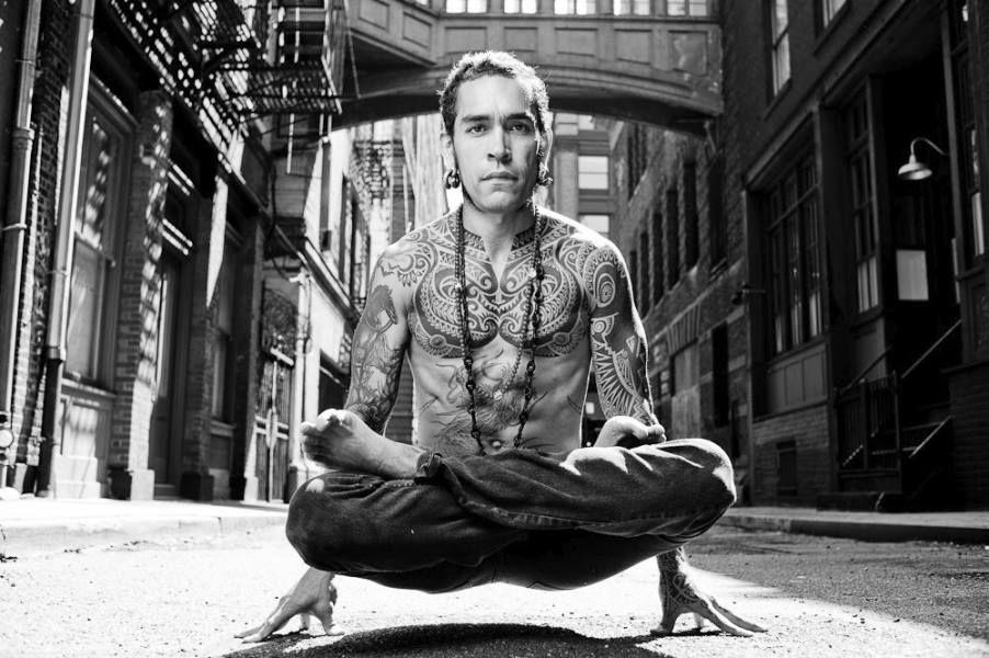 pose yoga utpluthih