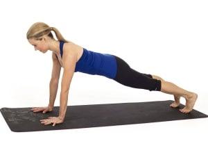 posture de la planche en yoga Kumbhakâsana-dandâsana
